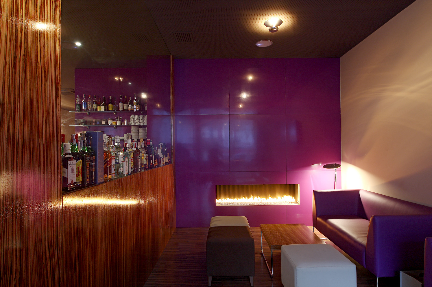 VI COOL restaurant & Lounge Bar